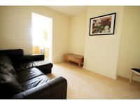 THREE BEDROOM FLAT - CAVERSHAM CENTRE - AVAILABLE NOW