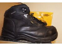 Used Workwear at Low Prices on Safety Boots and clothing-Dewalt-Site-Bargain Prices