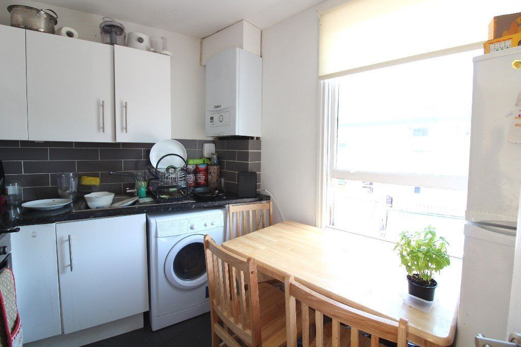 FANTASTIC 3/4 BEDROOM APARTMENT WITH BALCONY MOMENTS FROM THE AMENITIES OF KENTISH TOWN & CHALK FARM