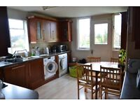 *Period split level Flat* 3 large double bedrooms, large kitchen diner and Lounge in East Dulwich.