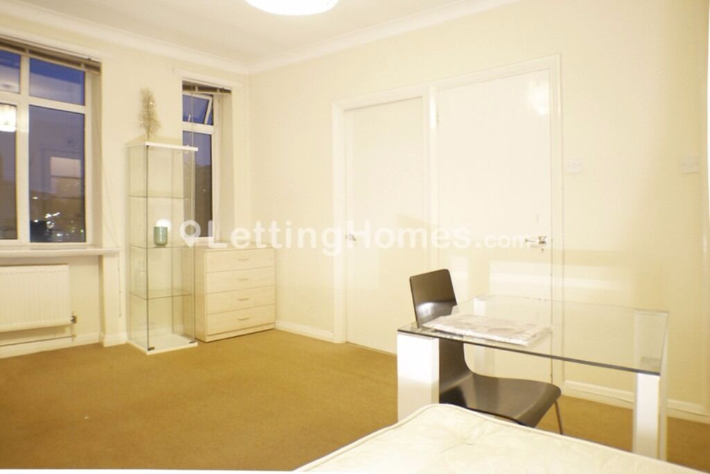 Spacious and BRIGHT self contained STUDIO and MODERN kitchen CENTRAL LOCATION safe