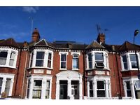 Large 3 double Bedroom Flat in Great Location minutes from Goldhawk Road tube station ,