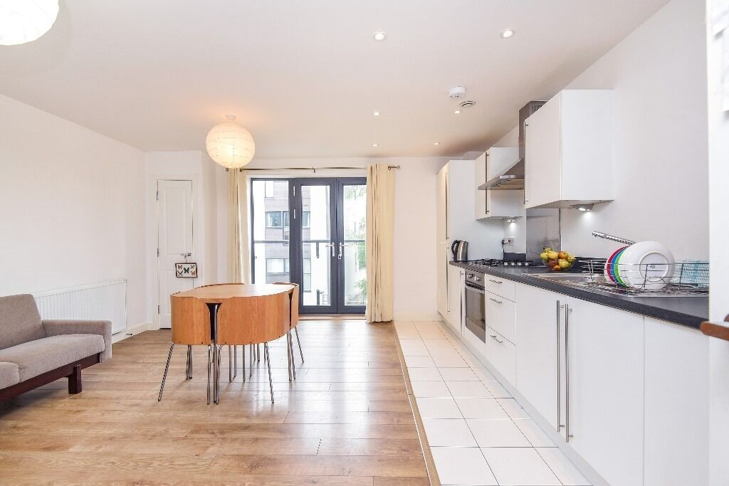 A Spacious One Double Bedroom Apartment in Elite House, London SW17, £1400 Per Month