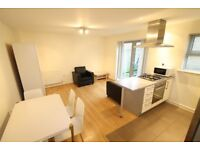 1 BED WITH VERY LARGE PRIVATE GARDEN IN MODERN BLOCK MINS FROM DEVONS ROAD DLR. FURNISHED