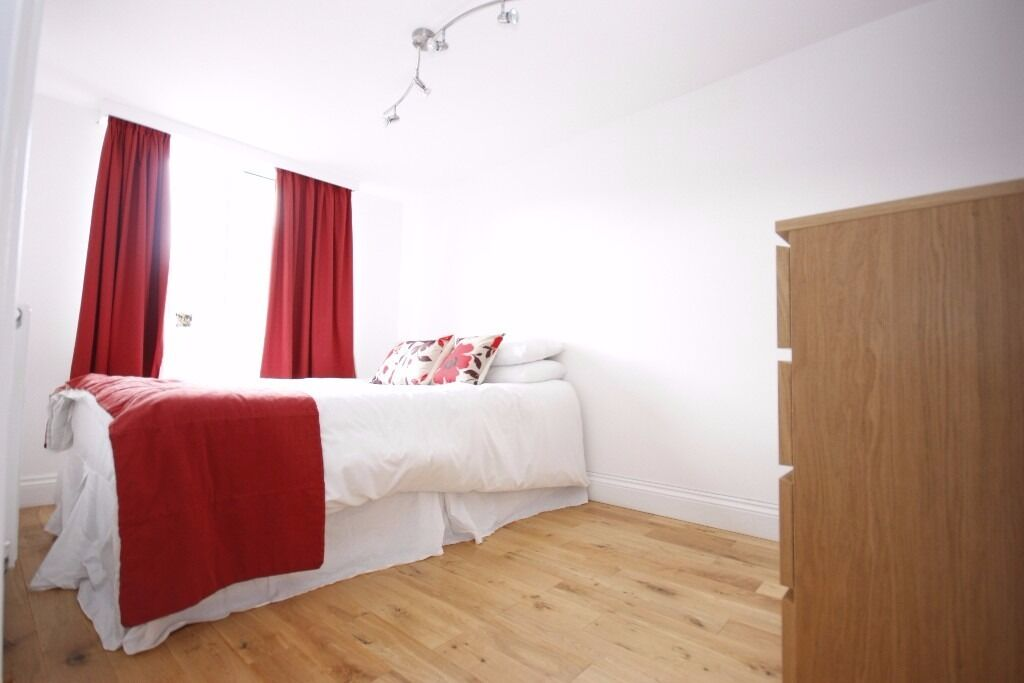 ***Massive 1 bedroom flat next to Shadwell DLR*** for more information call now on 07432771372