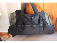 Holdall / case with wheels