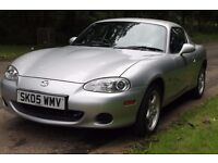 Mazda MX-5 1.8i convertible with detachable MX5 hard top roof