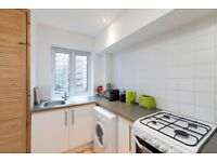 ROOM AVAILABLE IN FANTASTIC MODERN 3 BEDROOM APARTMENT