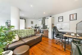 1 bedroom flat in Lambarde Square, Greenwich, London SE10
