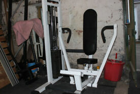 Chest press with 200lb (90kg) weight stack