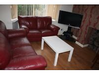 3 x Large double rooms to rent in 3 bed semi detached house in Hyde park available now
