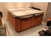 Used Hot Tub Canadian ''SUNRISE SPAS'' *** IN EXCELLENT USED WORKING ORDER ! ***