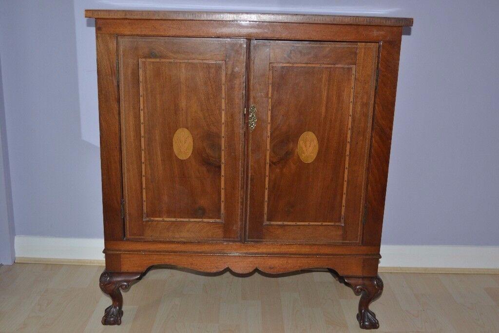 Chippendale cabinet in walnut