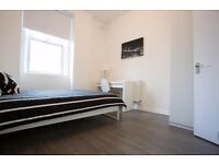 5 minutes walking from the Kennington Station, lovely double room