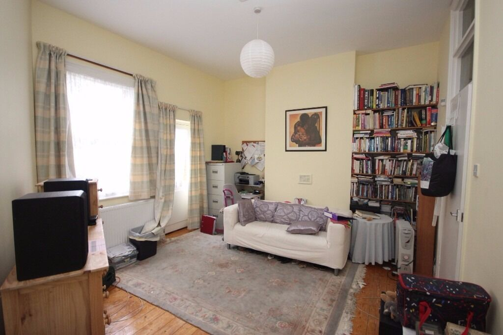 Ground floor garden flat located near Finsbury park station **cheap** available end of November