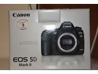 canon 5d mark 2 camera body whit battery charger shoulder trap box excellent condition