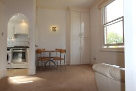 PH6 - Bright Quiet Airy ONE BED FLAT (2nd Floor) by the Heath in Prime Location in Hampstead, NW3