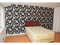 1 bedroom in Westrow Drive, Room 2, Barking, IG11