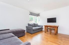 BRIGHT & CONTEMPORARY STUDIO APARTMENT LOCATED ON A QUIET CRESCENT MOMENTS FROM KENTISH TOWN TUBE