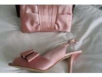 Mother of bride shoes size 5 and bag both by Phase Eight includes a matching Fascinator
