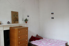 Central, spaceous room with double mattress available short-term (for 1 person)