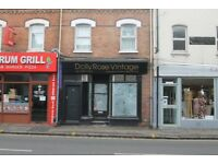 COMMERCIAL AREA TO LET - CENTRAL CAVERSHAM - BUSY STREET