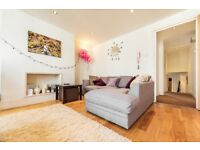 Stunning two double bedroom apartment in Abbeville Village located within easy walk to the Common.