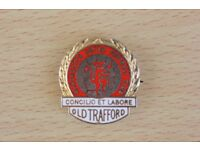 REDUCED PRICE MANCHESTER UNITED RARE ENAMEL BADGE