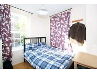 Colorful Double Room in Edgware area