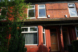 Double room to rent in Levenshulme £350 pcm utilities and council tax inc