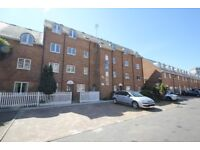 2 bed flat to rent with canal views