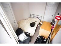A bedroom to rent in a 2bed flat on Holburn St