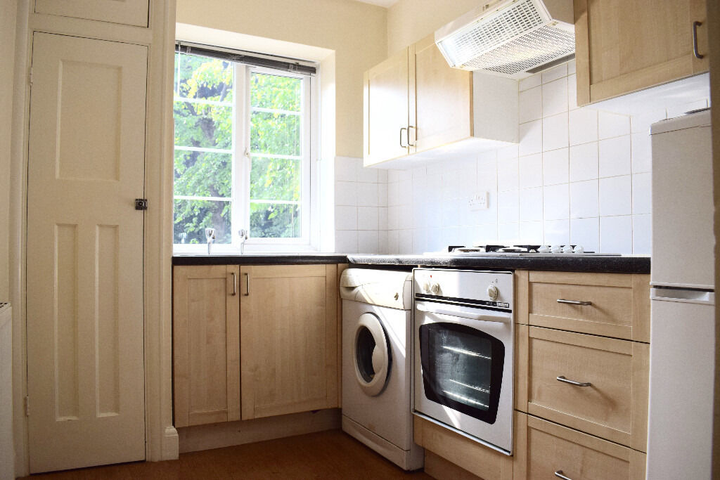 Bright and very spacious 1 bedroom top floor apartment in Crouch End