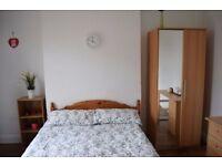 Double room in 3 bedroom house in Tooting Broadway.