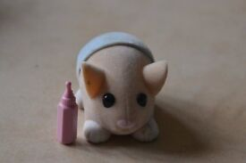 Zhu Zhu Hamster Baby and blanket