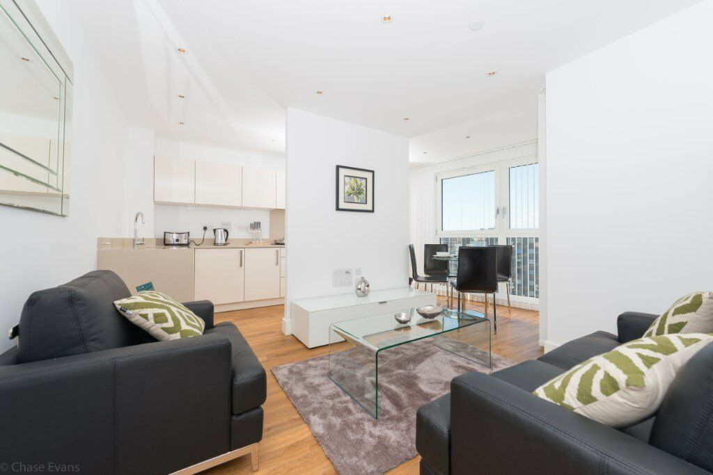 DESIGNER FURNISHED 1 BEDROOM APARTMENT WITH BALCONY ANGEL ISLINGTON N7 ARSENAL GYM CONCIERGE
