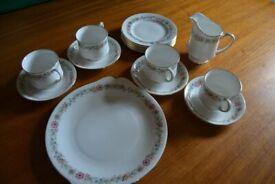 Paragon china 'Belinda' tea set - 4x cups and saucers, 6x teaplates, 1x sandwich plate, milkjug