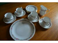 Paragon china 'Belinda' tea set - 4x cups and saucers, 6x teaplates, 1x sandwich plate, milkjug