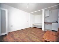 Studio flat in Wallcote Avenue, Brent Cross, NW2