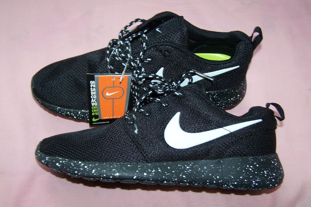 nike roshe black with speckled sole