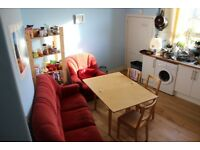 Lovely single room in flatshare in a central location *** Meadows AVAILABLE NOW