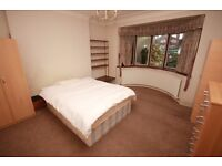 Including bills! A spacious double room in a friendly, female-only house in East Acton