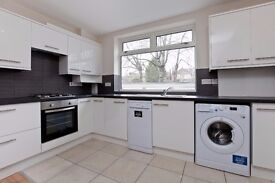 Beautiful 4 Bed Flat with en-suite room. 8 mins walk to Streatham Station