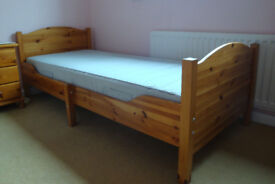 Pine extendable child's bed