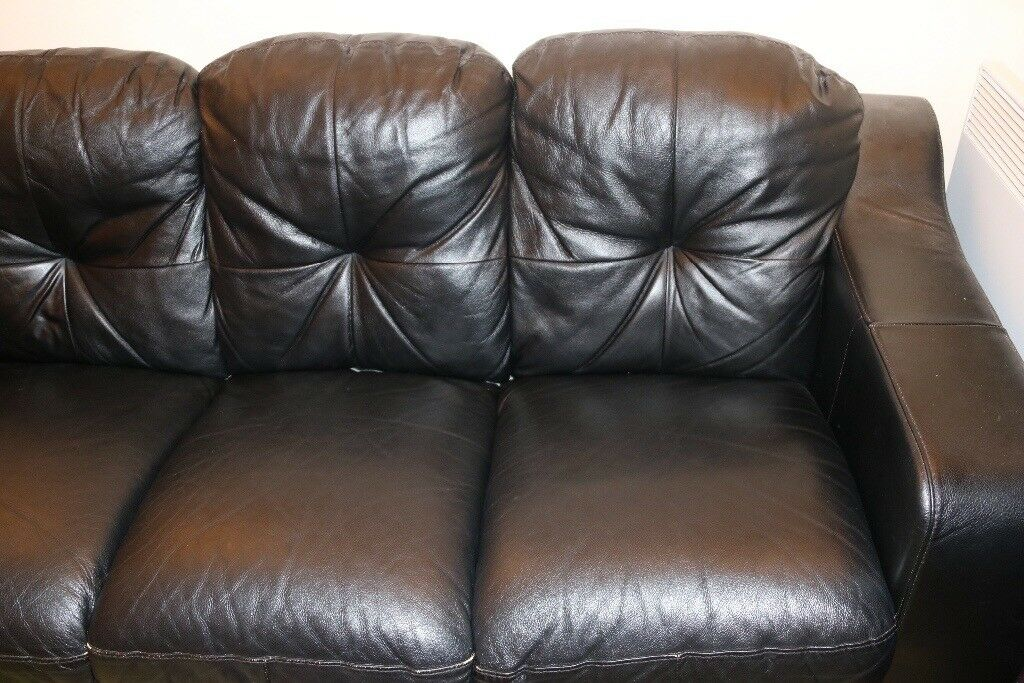 3 seater leather sofa in good condition for sale