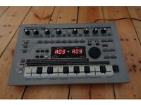 ROLAND MC-303 GROOVEBOX DRUM MACHINE / SYNTH / SEQUENCER