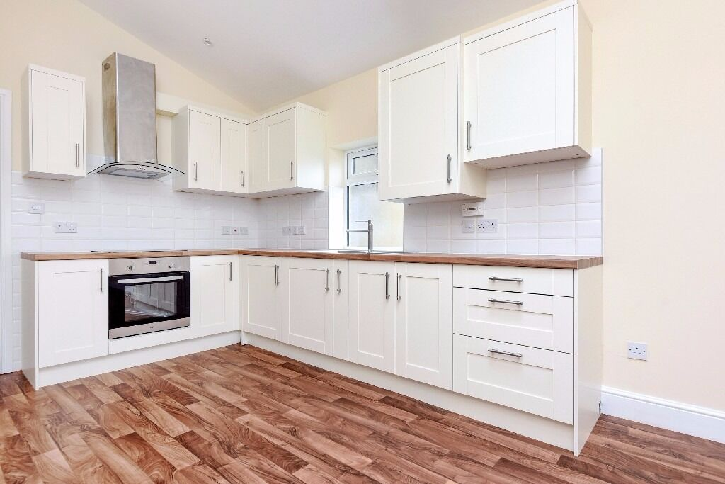 A recently refurbished split level flat offering four bedrooms, situated on Upper Tooting Road.