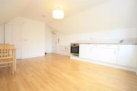CAMPDEN ROAD - VIEWINGS TOMORROW - CALL MARTINA - ONLY £700 WITH SOME BILLS INCLUDED