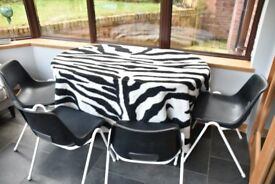 6 Black and White stackable chairs. Very good condition.