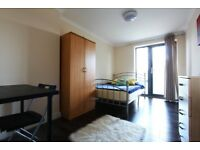 J*/OFFER* DOUBLE ROOM WITH BALCONY* EAST ACTON*LOVELY 4BED FLAT+ROOF TOP